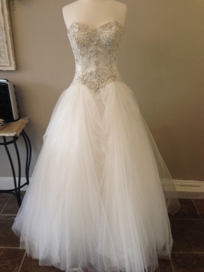 Essense of Australia All Ivory/Silver Tulle 6022 Traditional Wedding Dress Size 10 (M)