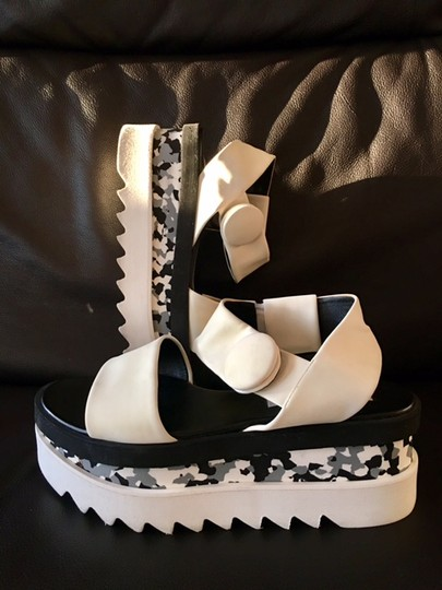 Stella McCartney Cornelia Strappy Sandals Wedges And Black/White Platforms Image 11