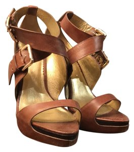 Report Signature Brown Platforms