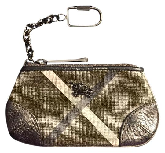 Preload https://img-static.tradesy.com/item/21024861/burberry-pewter-gray-cream-coin-card-and-cash-pouch-with-keychain-wallet-0-1-540-540.jpg