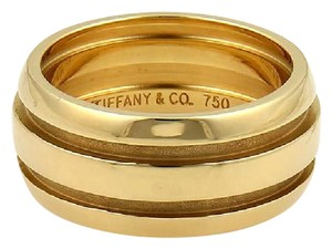 Tiffany & Co. Atlas 9mm Wide Grooved Dome Band Ring in 18k Yellow Gold Size 6.5