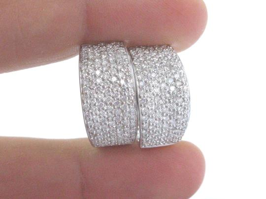 Other 18Kt Round Cut Diamond Pave Milgrain White Gold Diamond Huggie Earring