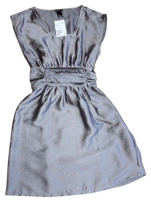 Preload https://img-static.tradesy.com/item/21025463/h-and-m-gray-short-cocktail-dress-size-2-xs-0-1-650-650.jpg