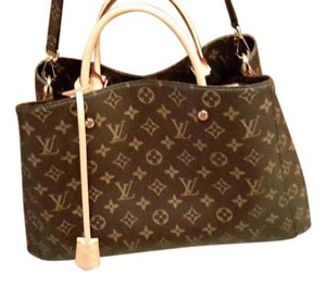 Louis Vuitton Lv Montaigne Mm Canvas Satchel in monogram canvas
