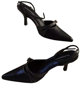 Classified Black Pumps