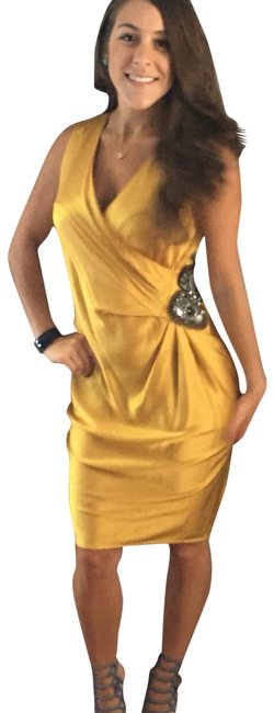 Preload https://img-static.tradesy.com/item/21026985/gold-cocktail-mid-length-formal-dress-size-6-s-0-3-650-650.jpg