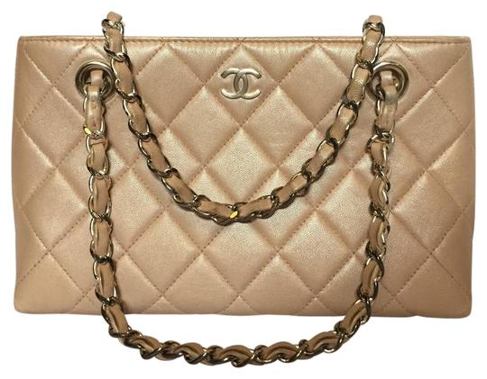 Preload https://img-static.tradesy.com/item/21028707/chanel-price-drop-cream-leather-tote-0-1-540-540.jpg