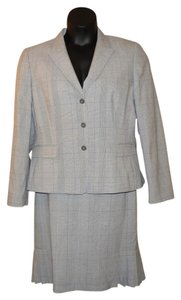 Tahari Tahari by Arthur S. Levine Gray Plaid Skirt Suit