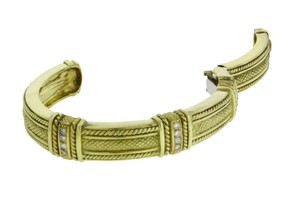 Judith Ripka Judith Ripka heavy Diamond hinged bangle in 18K yellow gold Size small