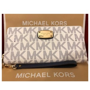 Michael Kors NWT MK Jet Set Travel continental wallet