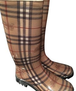 Burberry traditional Berberry color Boots