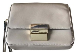 Michael Kors Wristlet in cream/beige