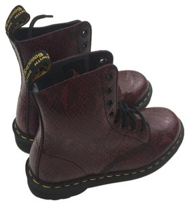 Dr. Martens wine Boots