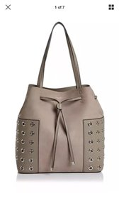 Tory Burch Bucket Grommet Block-t Tote in french gray