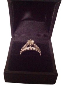 Other Diamond Pear Shape Solitairre with Round Baguettes