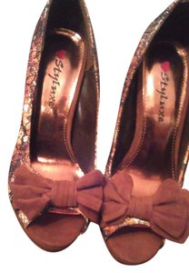 Styluxe Bronze Pumps