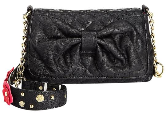 Preload https://img-static.tradesy.com/item/21041295/betsey-johnson-quilted-diamonds-3-d-floral-strapcross-black-faux-leather-cross-body-bag-0-1-540-540.jpg
