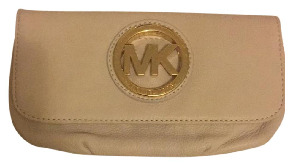 5ff75411001636 ... Michael Kors Clutches - Up to 70% off at Tradesy ...
