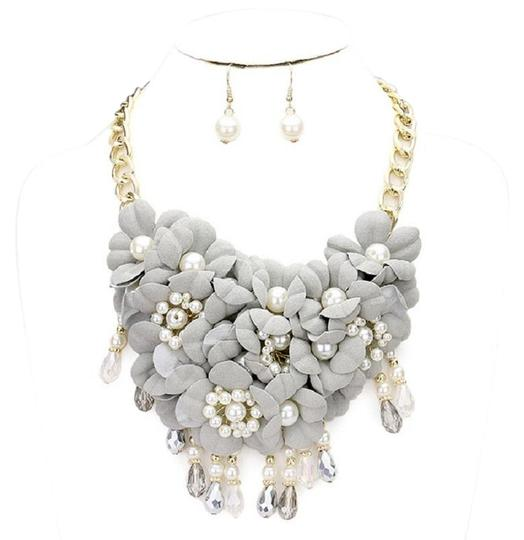 Preload https://img-static.tradesy.com/item/21043793/gray-flower-cluster-pearl-beads-and-earring-set-necklace-0-3-540-540.jpg