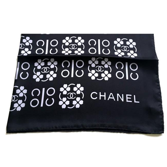 Item - Black and Silver Gray Clover Coco Silk Twill Shawl Scarf/Wrap