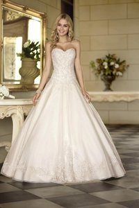 Essense Of Australia 5833 Wedding Dress