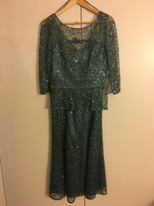 Kay Unger Emeraldgreen Two Pieces (skirt And Top) Skirt Size 6 Dress