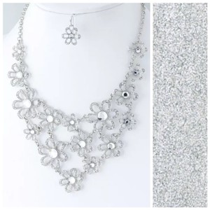 Other Crystal Flower Silver Elegant Statement Necklace D10