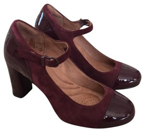 Clarks Burgundy suede and patent leather Pumps