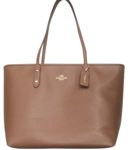 7af61077928aa2 Coach Totes - Up to 90% off at Tradesy