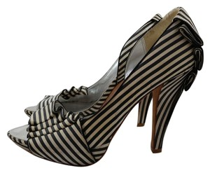 Karen Millen Black and white Pumps