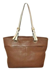Michael Kors Next Day Shipping Tote in Brown ( Luggage )