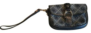 Dooney & Bourke & Wristlet in black