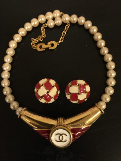 Preload https://img-static.tradesy.com/item/2105511/chanel-red-white-gold-tone-button-re-purposed-on-vintage-enamelgold-plated-pearls-choker-earrings-ne-0-0-540-540.jpg
