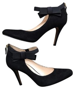 6e4052cd0cb Nine West  gushing  Suede Heels W Bow and Zipper Detail Pumps Size ...