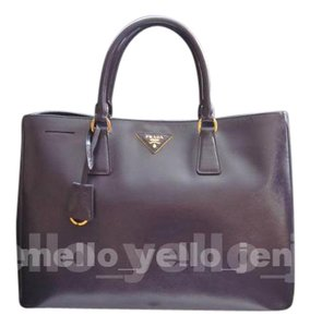 Prada Leather Classic Tote in Purple