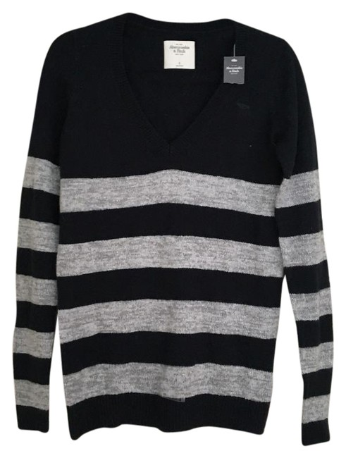 Preload https://img-static.tradesy.com/item/21059011/abercrombie-and-fitch-v-neck-navy-sweater-0-1-650-650.jpg