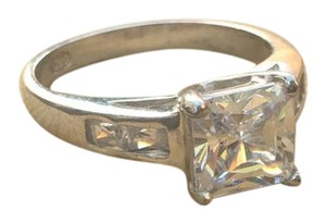 CARAT&CLOTH Sz 6 CZ and rhodium plated sterling silver ring.