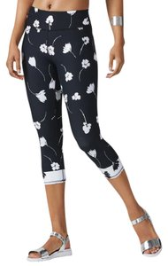 Fabletics Salar Wildflower Moisture Wicking Compression Capri Pants