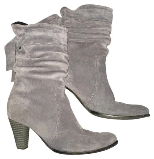 Preload https://img-static.tradesy.com/item/2106320/gray-suede-fur-fringe-made-in-italy-bootsbooties-size-us-85-regular-m-b-0-0-540-540.jpg