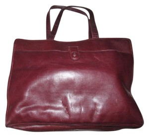 Bottega Veneta Mint Condition Has Dust Roomy Everyday Multiple Compartment Great Color Satchel in textured burgundy leather