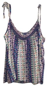 Hollister Top floral with white background