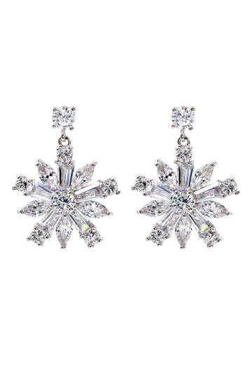 Preload https://item3.tradesy.com/images/silver-sparkling-crystal-earrings-21067242-0-0.jpg?width=440&height=440
