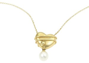 Tiffany & Co. Cupid Collection 18kt Yellow Gold Arrow Heart Pearl Pendant Necklace