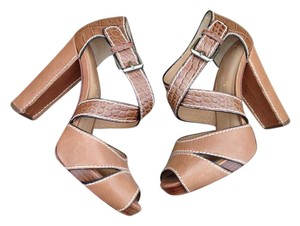 BCBGMAXAZRIA Leather Stitched Strappy Buckle brown Sandals