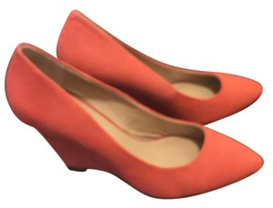 Pour La Victoire Pointed Toe orange Wedges