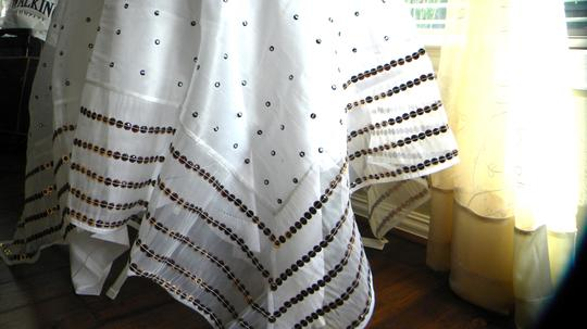 Preload https://item1.tradesy.com/images/white-vstc105table-cloth-tablecloth-21067935-0-0.jpg?width=440&height=440