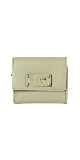 Preload https://item3.tradesy.com/images/kate-spade-cream-leather-wallet-21068652-0-0.jpg?width=440&height=440
