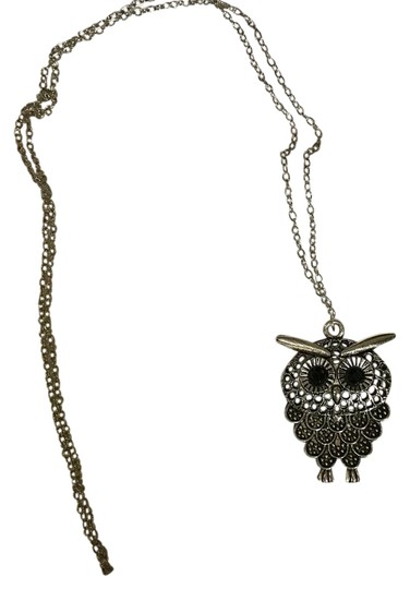 Preload https://item2.tradesy.com/images/antique-silver-tone-owl-pendant-necklace-21068726-0-1.jpg?width=440&height=440