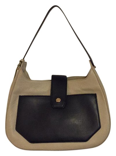 Preload https://img-static.tradesy.com/item/21068938/tory-burch-12149658-clay-and-navy-leather-hobo-bag-0-1-540-540.jpg