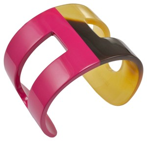 Hermes Beautiful Hermes Fucshia Pink Lacquer and Horn Signature
